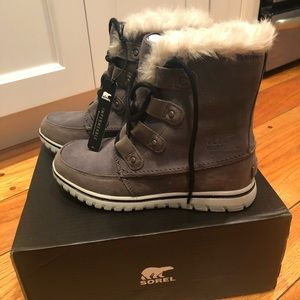 BRAND NEW Sorel waterproof snow boots, size 6.5 US